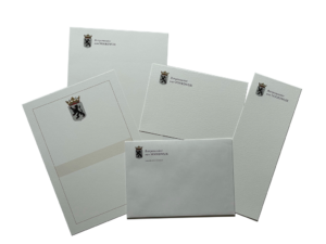 Afbeelding van de huisstijl van de burgemeester van de gemeente Noordwijk. met briefpapier, enveloppen en 2 soorten kaarten en een oorkonde